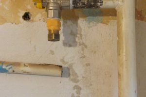 После обрезки и переноса газовой трубы - на фото виден кусок старой трубы 3